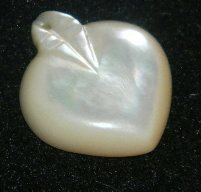 235#J-- Pendant Charm Heart Mother of Pearl Vintage
