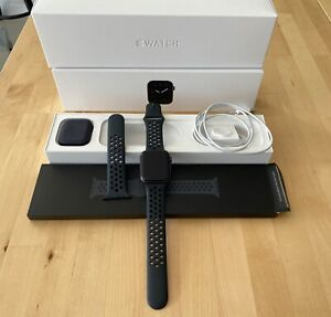 Apple Watch Series 5 - Space Gray 44 mm case - Excellent Mascot Rockdale Area Preview