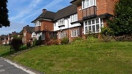 3 bed flat with garden in leafy Hampstead Garden Suburb - near East Finchley Stn