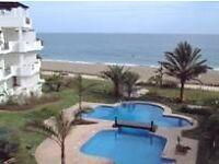 Front line beach, 2 bedroom 2 bathroom apartment.sleeps 6, 20 mins from Malaga / Marbella.