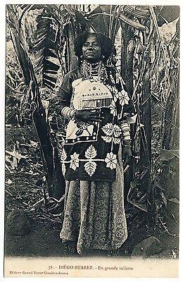 MADAGASCAR FRAU IM FESTGEWAND WOMAN IN FESTIVE WEAR VINTAGE 1910S ETHNIC PC