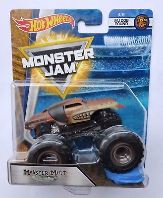 Hot Wheels Monster Jam Truck MONSTER MUTT  JUNKYARD DOG  Crushable Car  Rare !!