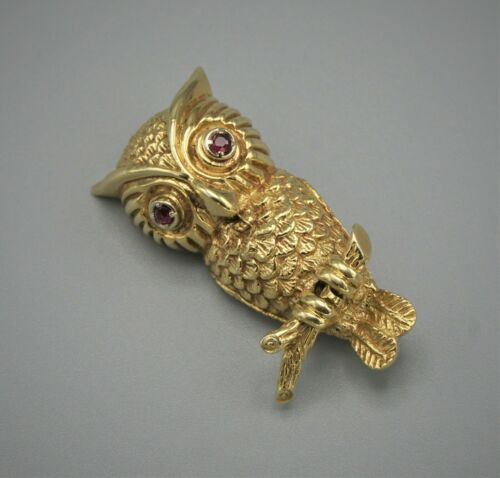 VINTAGE TIFFANY AND CO. 14K YELLOW GOLD OWL ON BRUNCH WITH RUBY EYES BROOCH PIN