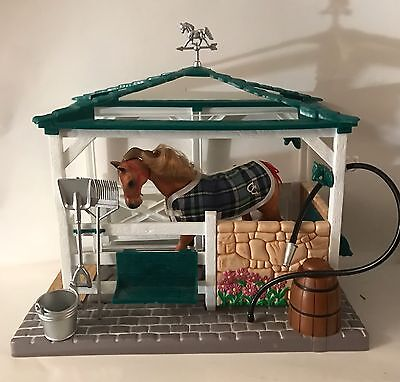 VINTAGE 1998 Empire Toys GRAND CHAMPIONS FEED n GROOM STABLE Horse & accessories