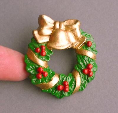 Vintage Christmas holly leaves wreath brooch. Nice lightweight plastic