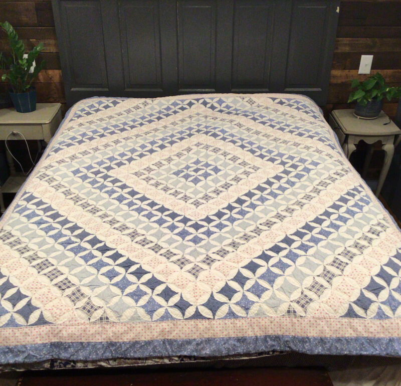 Vintage Cathedral Window Diamond Patchwork Quilt 65 X 82 BEAUTIFUL!