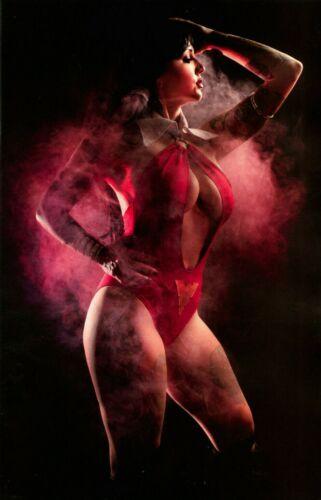 Vampirella # 1 Model Erica Fett 1:30 Cosplay Virgin Variant Cover Edition  VF/NM