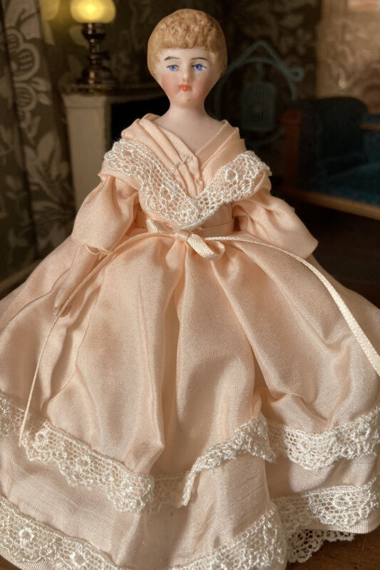 "Gorgeous Antique Bisque Shoulder Head Doll 5"" Doll House Doll Peach Silk & Lace"
