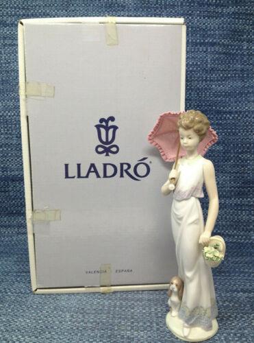 Lladro Garden Classic 7617 Lady Parasol Umbrella Figurine Mint in Box