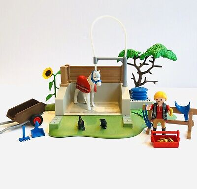 Playmobil 4193 Horse Washing Station With Figures - Working Water Spray