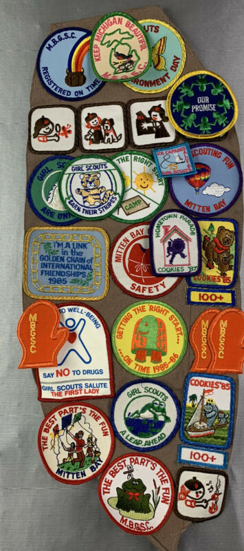 Vintage Retro Girl Scouts USA Sash With Tons Of Patches 80's Retro Mitten Bay !!