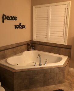 Mirolin tub with jets