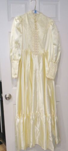 VTG. Wedding Dress Heavy Satin Ivory W/ LACE, Satin covered Buttons, Long Sleeve