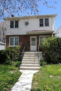 Newly Renovated 2 Bedroom with Den on Palace Road