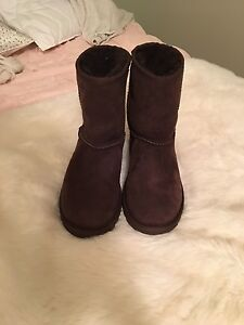 Uggs - size 4 (6)