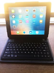 iPad 2 gen good condition with wireless keyboard !!! Kuraby Brisbane South West Preview