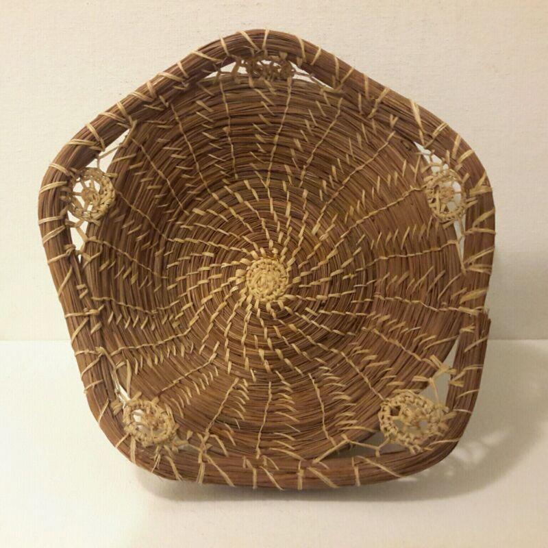 Native American Basket Pine Needle COUSHATTA Seminole 5 Corner Round Basket