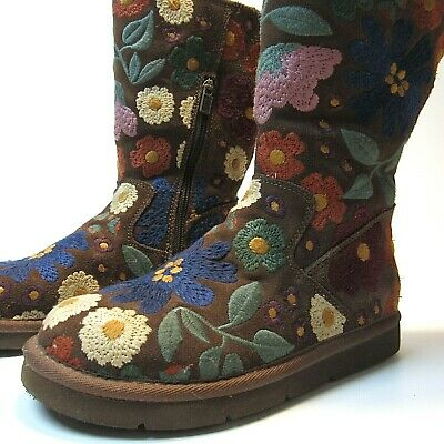 Ugg Wahine Floral Embroidered Boots Women's Size 6 US Limited Edition MINT 5514](Ugg Embroidered Boots)