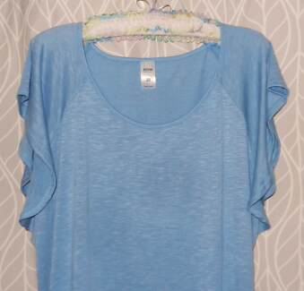 NOW PALE BLUE POLYESTER/VISCOSE TUNIC TOP CAP SLEEVES SIZE 20.