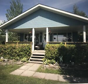 Huron Hideaway - Cottage Rental in Wiarton Sauble Beach Areas