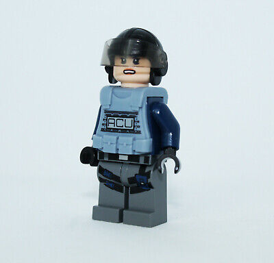 Lego ACU Trooper 75918 Vest Female Jurassic World Minifigure