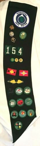 Girl Scout BADGE SASH, OFFICIAL Pins Patch, HALLOWEEN COSTUME 154 Uniform 1970s