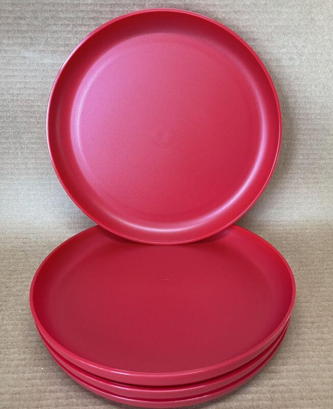 Tupperware Radiance Plates 9 1/2'' Round Set of 4 Dishes Red #6217 New