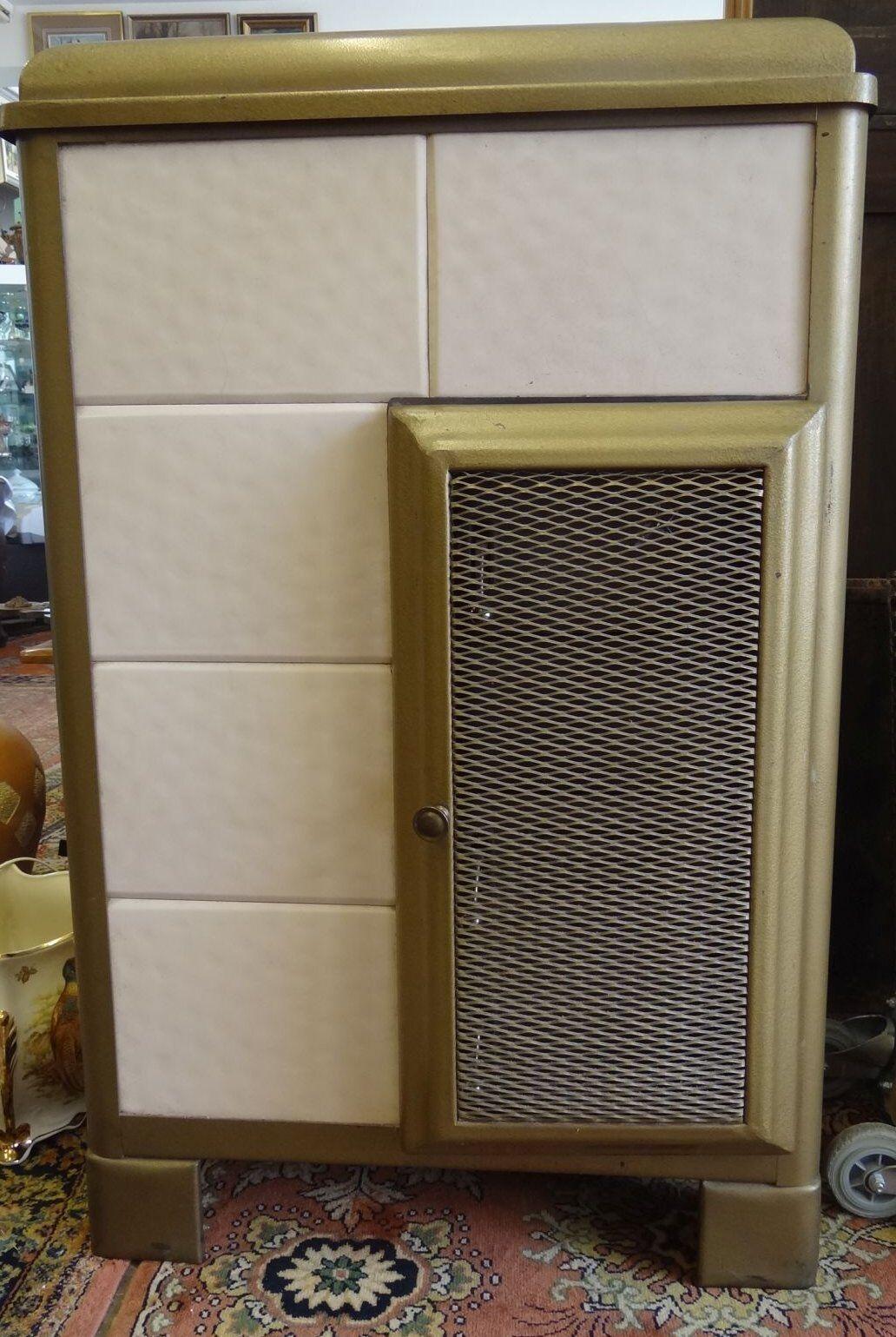 Hamburger Kachelofen, leicht überholungsbedürftig, 2 Fliesen mit Riss, H-110 cm
