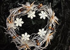 47CM LUXORY HAND MADE CHRISTMAS WREATH IN WHITE COLOUR DECORATED STARS, FEATHERS