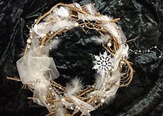 42CM LUXORY HAND MADE CHRISTMAS WREATH WITH SILVER STAR AND PEARLS