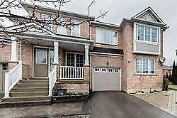 Beautiful End Unit - 4+1 Bedroom In Prime Richmond Hill!