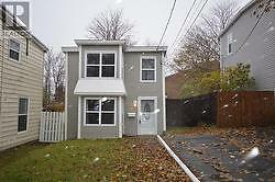 Available Immediately month to month lease/Detached Home  !