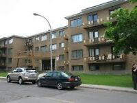 Large 4.5 apt near Cavendish Mall, Cote St Luc