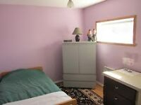 Room for rent (bachelor or studio apartment) / Chambre à louer