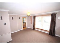 Immaculate 2 bedroom top floor flat to rent