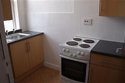 Newly decorated unfurnished 1 bedroom flat in Scarborough, close to train station. Available now
