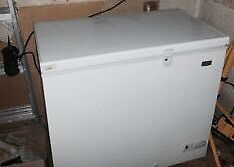 5 cubic foot apartment deep freeze ( delivery available )