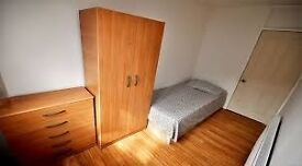 NICE SINGLE ROOM, 10 MINS TO STRATFORD STATION, 15 MINS TO LIVERPOOL STREET, CALL ASAP