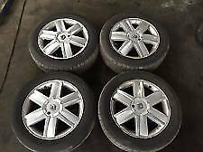 renault scenic alloy wheels 16 inch good condtion come with all bolts locking nut key and cap key