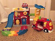 VTech Toot Toot Fire Command Rescue Center Playset Complete with box.