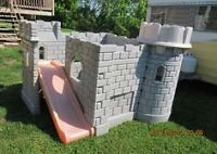 Castle Fun Playhouse/ Chateau Maisonnette