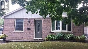 Rooms for rent in Peterborough bungalow by Fleming College Peterborough Peterborough Area image 1