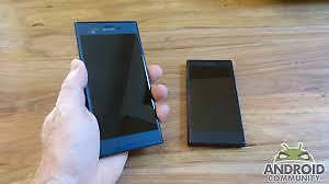 Selling my Sony Xperiafor parts. powers up but screeen is broken