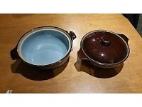 2 x pristine Denby chocolate brown casserole dishes in 2.5pt & 4pt, 1 with lid and 1 without