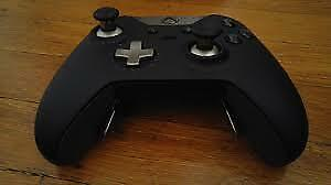 Xbox Elite Controller (4 Paddles) NEW!! Must go