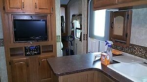 2010  32 ft. Travel Trailer w/ Winter package Prince George British Columbia image 5