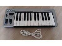 Acorn masterkey25 midi controller keyboard