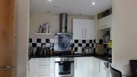 ICON BUILDINF / ONE BEDROOM / AVAILABLE NOW / 0208 514 5737