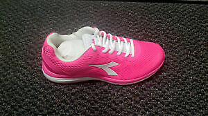Brand New Diadora Women's Swan Running shoes
