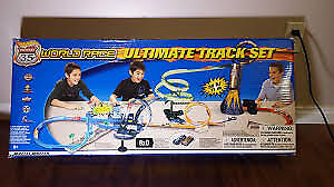NEW 2003 Hot Wheels Highway 35 World Race Ultimate Track Set